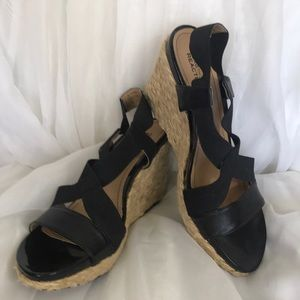 Kenneth Cole Reaction black wedges Size 8.5